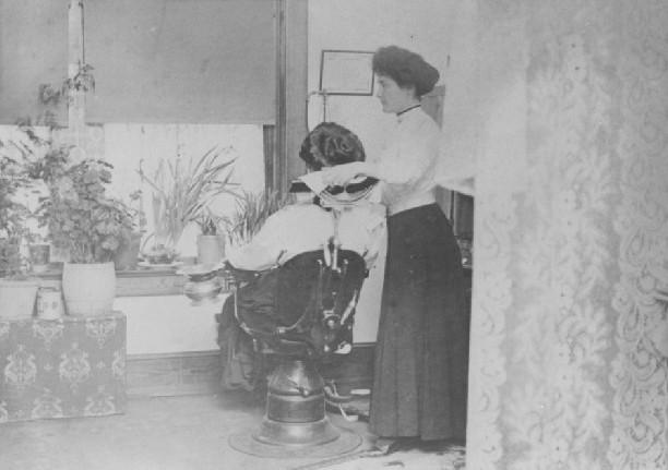 Dr Daisy 1910